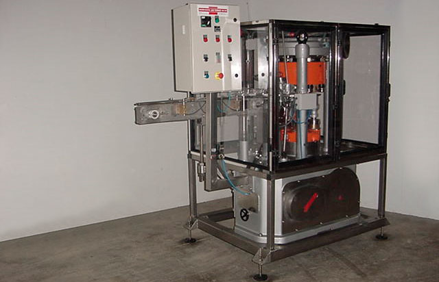 Cerradora de latas redondas para latas de 99 mm de diámetro